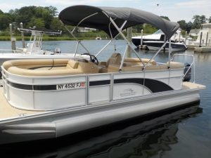 Port side view of a White 21 foot Bennington Model 21 SSRCX with Radius Seating